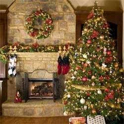 Impressie kerstboom en krans voor open haard