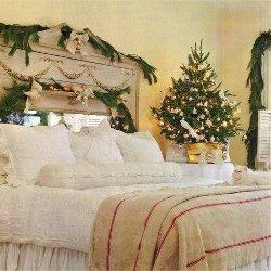 Impressie romantische kerstdecoratie op slaapkamer